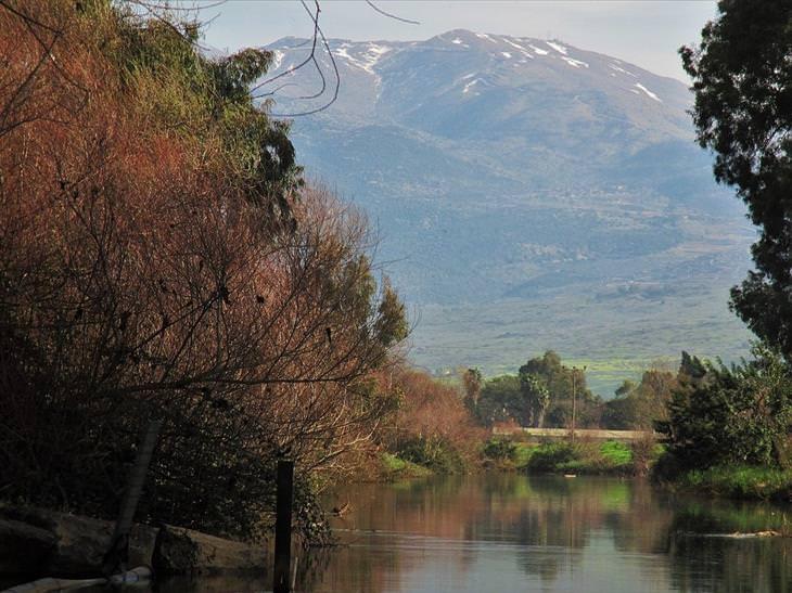 תמונות היום של ויקיפדיה: נהר הירדן וברקע הר החרמון