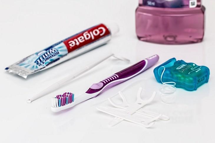 מיתוסים על רפואת שיניים: ערכת ניקוי שיניים - מברשת, משחה, חוט דנטלי