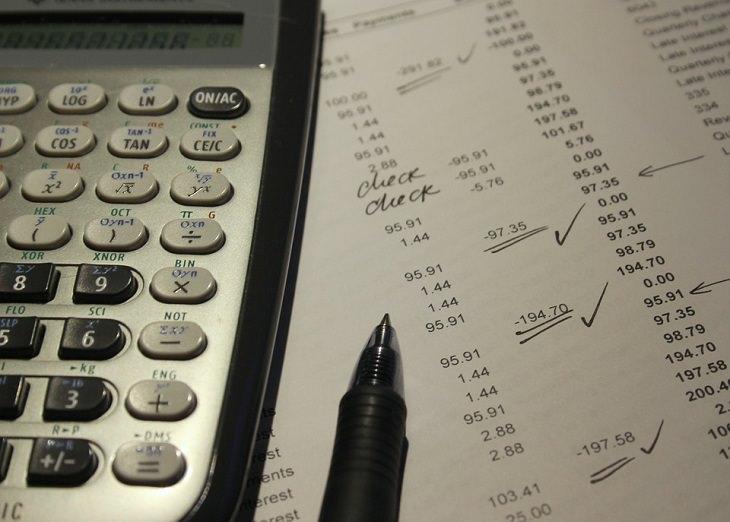 מדריך לשימוש באתר האוצר שלי: דף עם מספרים ועליו מחשבון ועט
