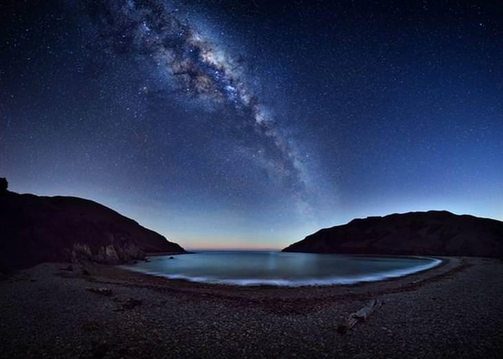 תחרות צלם השנה בתחום האסטרונומיה: שביל החלב מעל קייבל ביי ניו זילנד