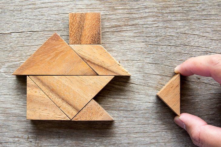 מילון מושגים למשכנתא: פאזל בית מקוביות עץ