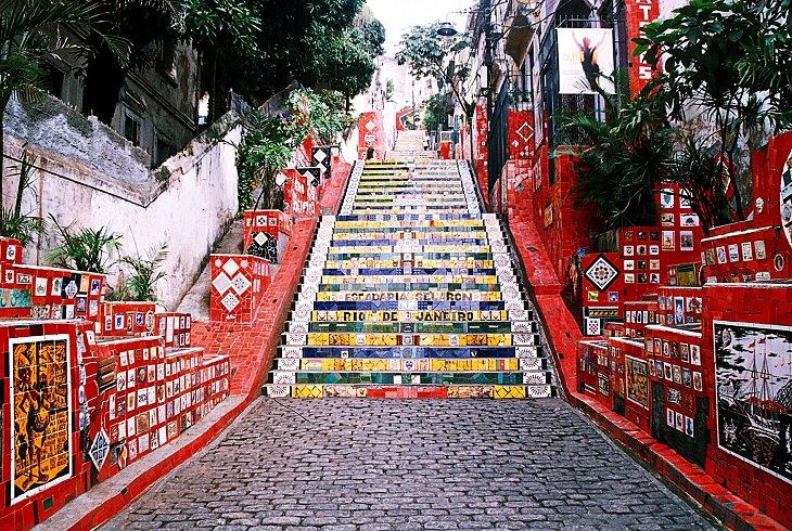אתרים בריו דה ז'נרו: המדרגות המפורסמות והצבעוניות אסקדריה סלרון