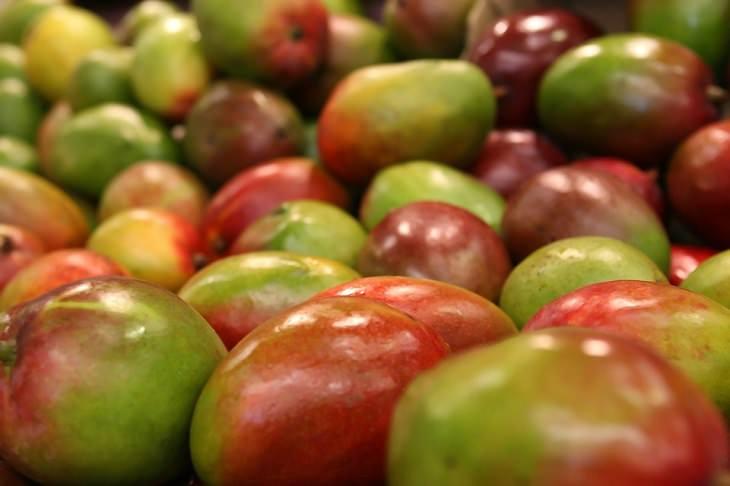 שייק בריאות ירוק: ארגז מלא במנגו