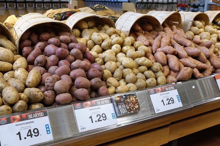 מאכלים גדושי רכיבים תזונתיים: תפוחי אדמה בסופרמרקט