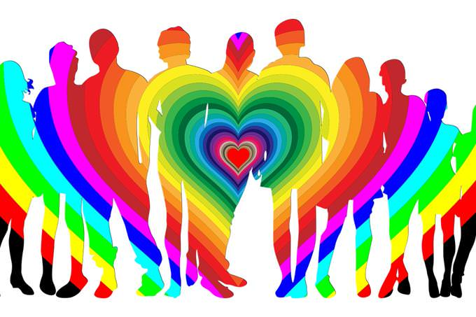 בחן את עצמך: איור של משפחה ועליה לב בצבעים שונים