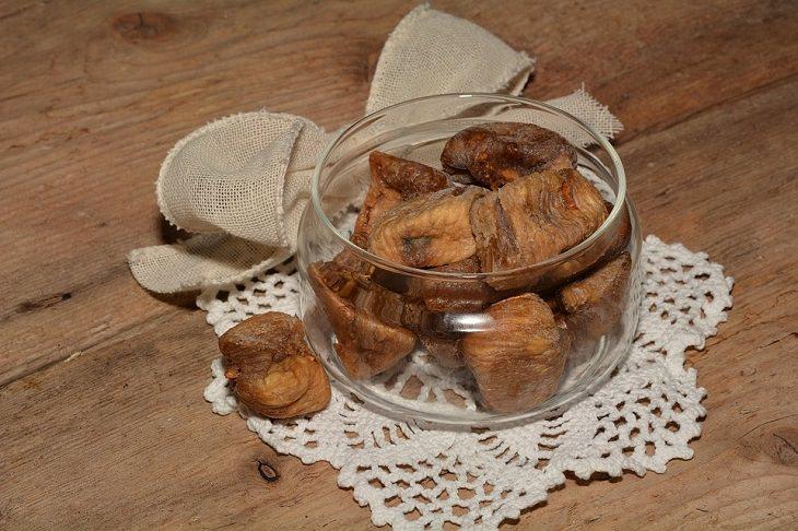 יתרונות בריאותיים בתאנה: תאנים מיובשות בצנצנת
