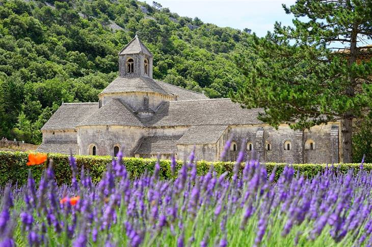 יעדים בפרובאנס: מנזר סנסק