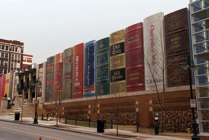 """15 מבנים מרשימים מהעולם: חנייון הספרייה בקנזס סיטי - מיזורי, ארה""""ב"""