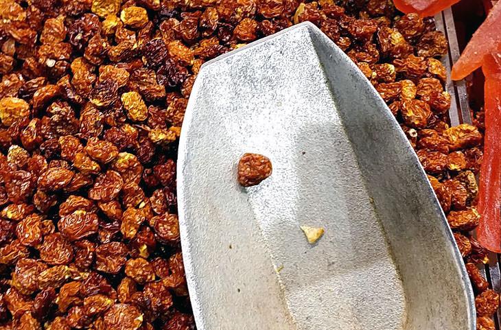 יתרונות בריאותיים לגולדן ברי: פירות גולדן ברי מיובשים