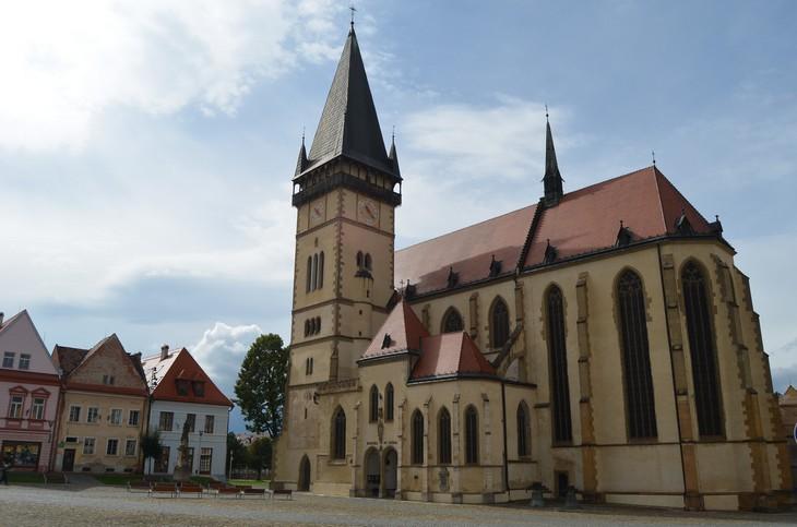 אתרים בסלובקיה: בית העירייה הישן בכיכר המרכזית שבברדיוב