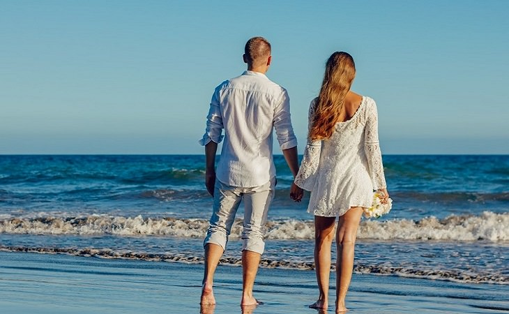 סוכרת וחיי מין: זוג על חוף הים