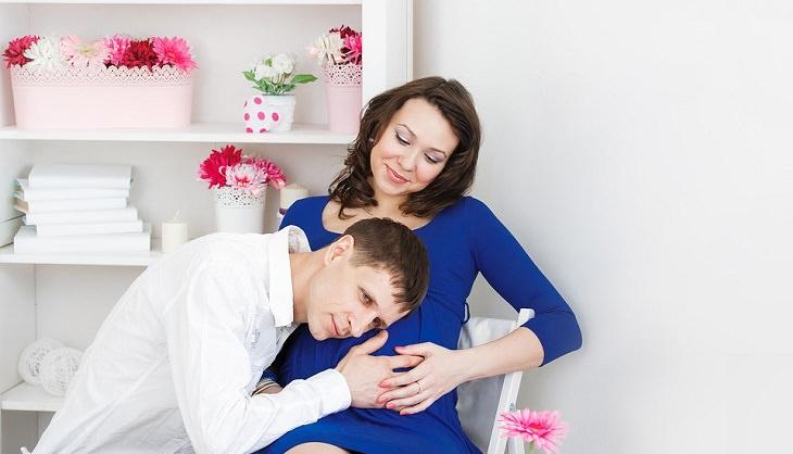 סימנים מדאיגים במהלך ההיריון: זוג בהיריון