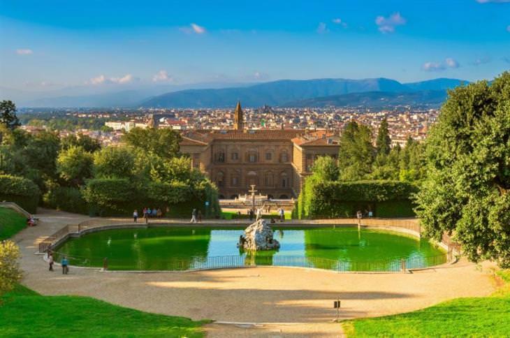 משפחת מדיצי: אחוזה באיטליה