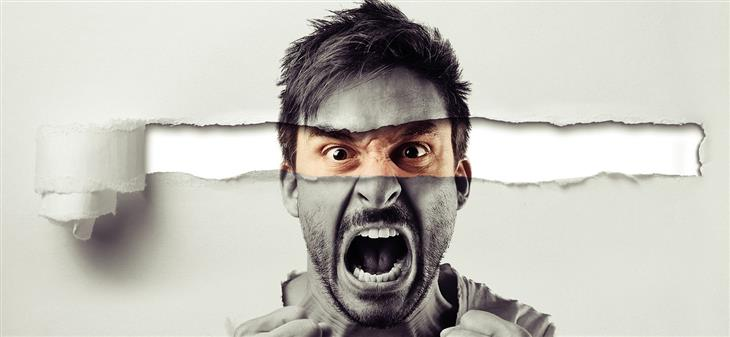 איך לשלוט בכעס: איש צועק ומולו דף קרוע