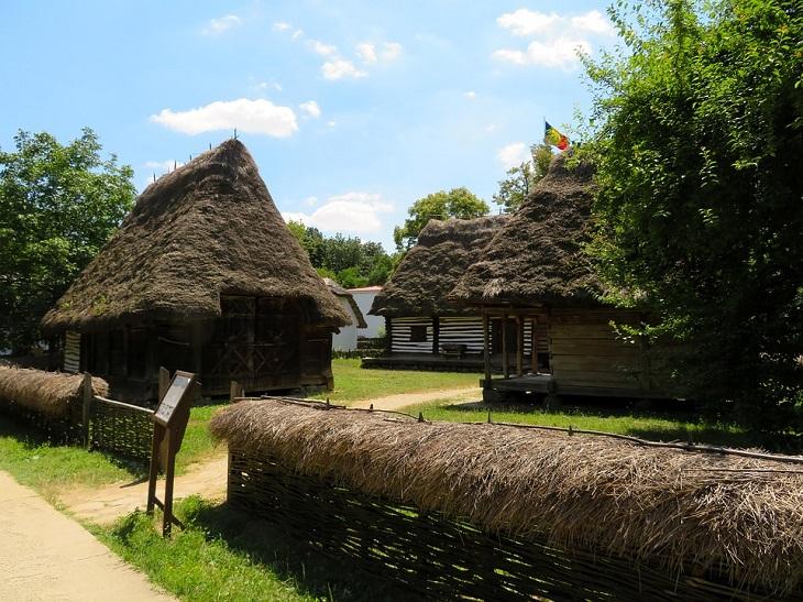מסלול שבועי ברומניה: בתי כפר מוצגים במוזיאון הכפר בבוקרשט