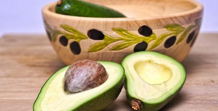 מאכלים בריאים שכדאי למנן: קערת אבוקדו
