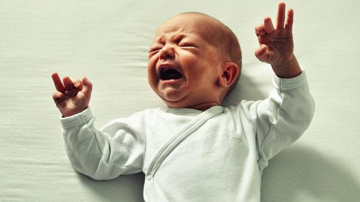 8 סימנים שתינוקכם בריא: תינוק קטן בוכה