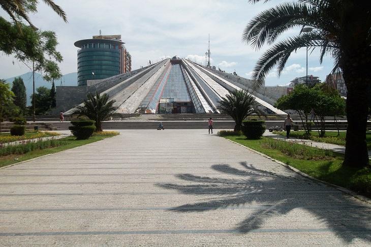 יעדים בטירנה: הפירמידה של טירנה