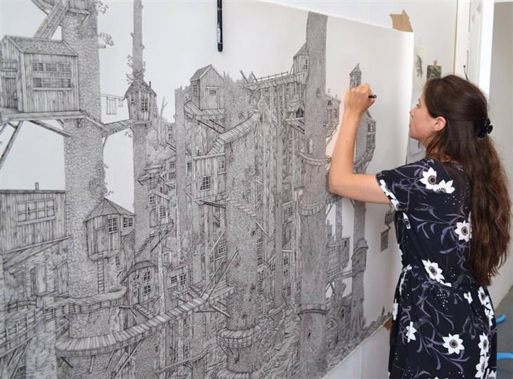 ציורים מפורטים: אוליביה קמפ מציירת את אחת מהעבודות שלה