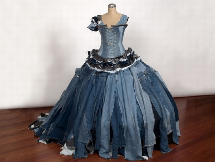 יצירות מחומרים ממוחזרים: שמלה מג'ינסים ישנים ובלויים