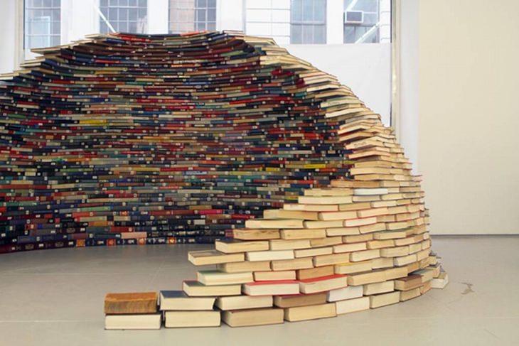 יצירות מחומרים ממוחזרים: איגלו מספרים ספרים