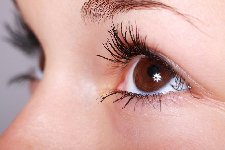 שימושים לחומצה בורית: עין נוצצת