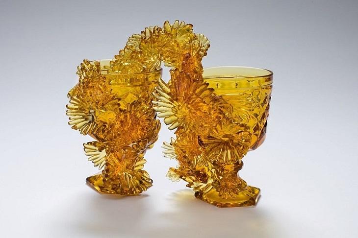 יצירות זכוכית מחודשת של אמבר קוואן