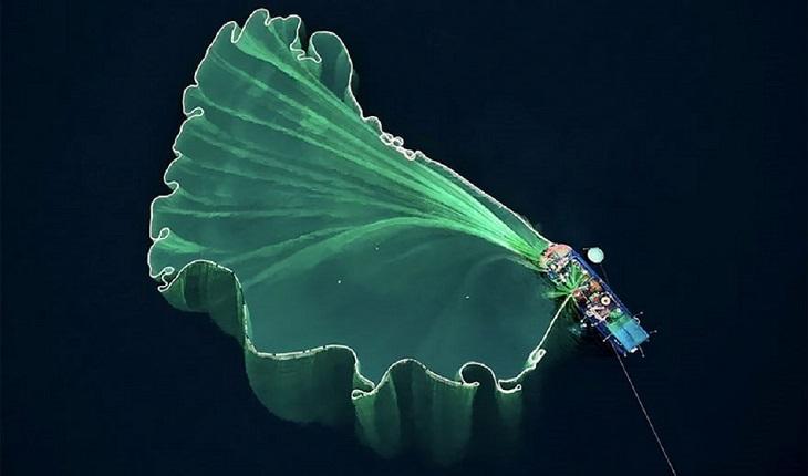 """תמונות יפות ומדהימות מרחפן: """"סירת דיג בווייטנאם"""" צולם על ידי Trung Pham"""