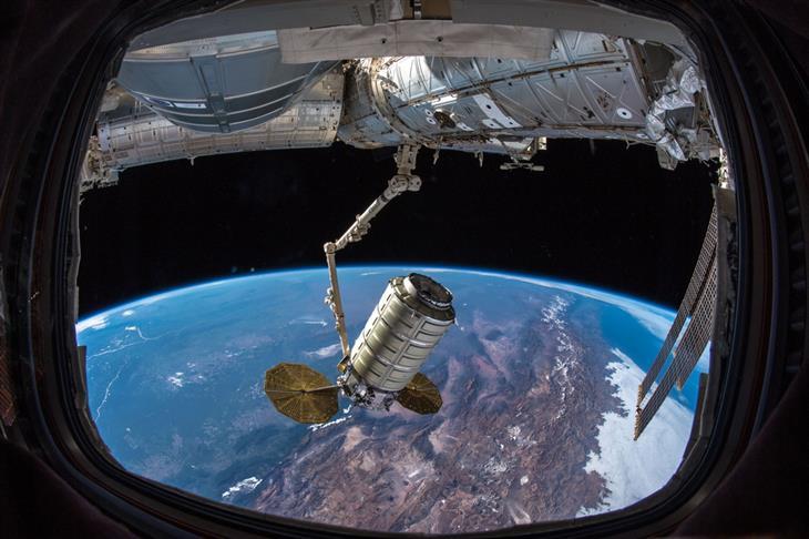 תמונות מהארכיון של נאסא: חללית אספקה מחוברת לתחנת החלל הבינלאומית