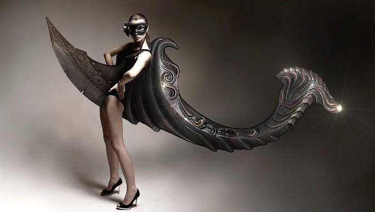 פרשנות לחלומות נפוצים: דוגמנית עם בגד שחור מוזר