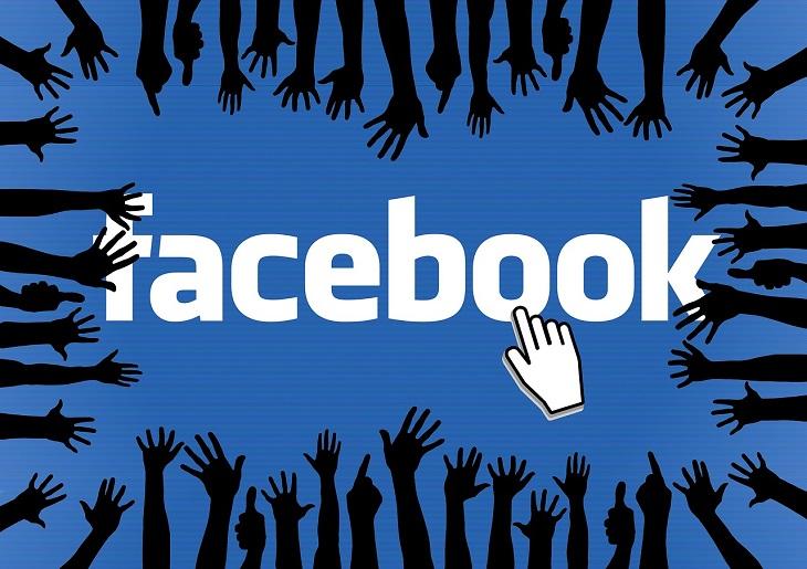 כלים ושירותים חדשים של פייסבוק: ידיים מושטות אל עבר הלוגו של פייסבוק, שסמן עכבר עומד עליו