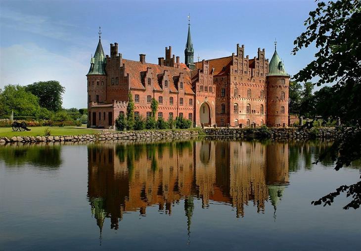 תמונות יפות מויקיפדיה: טירת אגסקוב שבדנמרק