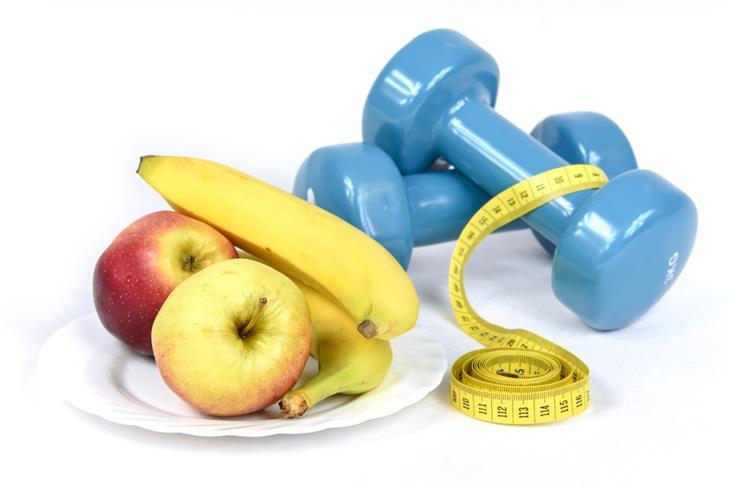 דברים שעליכם לדעת לפני שאתם מתחילים דיאטה: משקולת, סרט מדידה ופירות