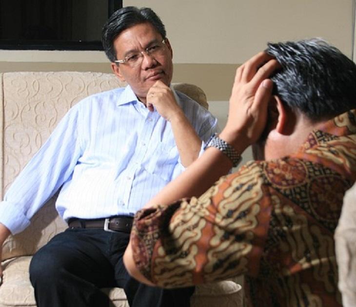 7 סוגי כעסים והסיבות שגורמות לכל אחד מהן: אדם בטיפול אצל פסיכולוג