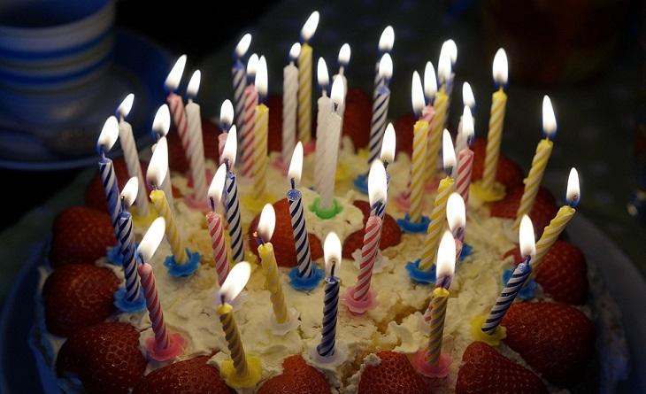 סימנים לבגידה: עוגת יום הולדת