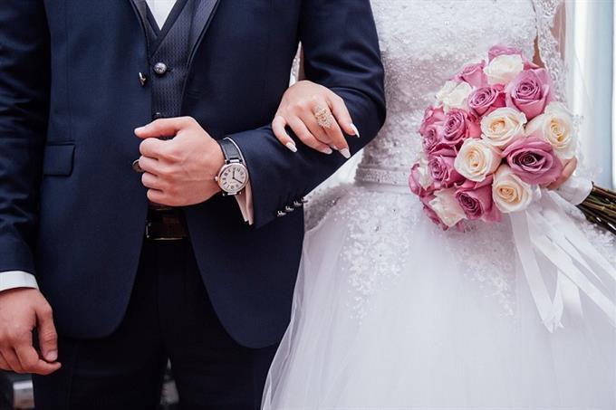 מבחן אישיות איזה דור אתה: חתן וכלה משלבים ידיים