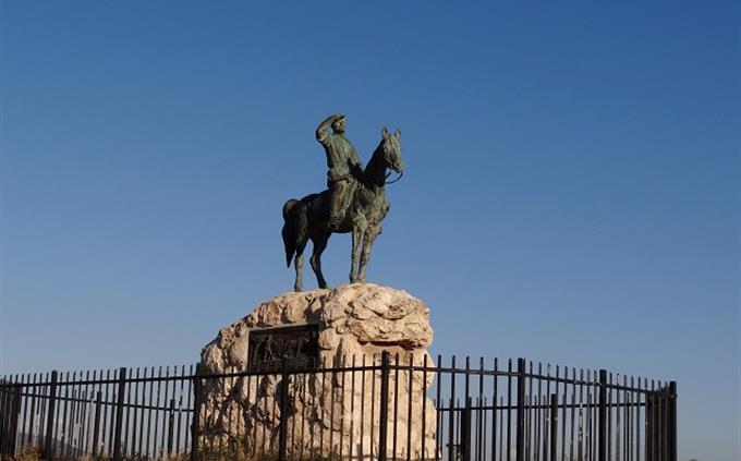 מבחן ידע כללי: אנדרטת אלכסנדר זייד