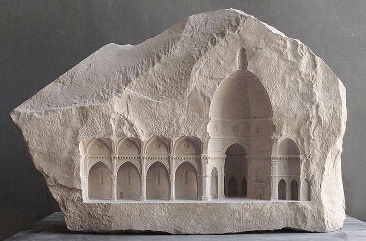 פסלים של מבנים שנחצבו באבן