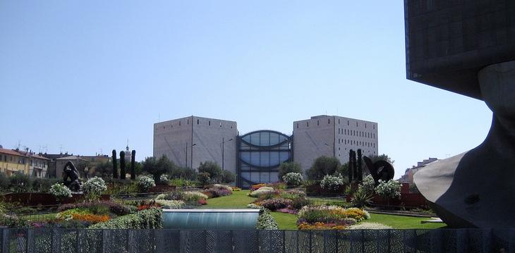 8 מקומות נהדרים שתוכלו לבקר בניס: מבנה המוזיאון לאמנות מודרנית ועכשווית