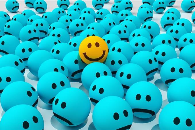 מבחן אישיות: כדור עם חיוך בין שלל כדורים עצובים