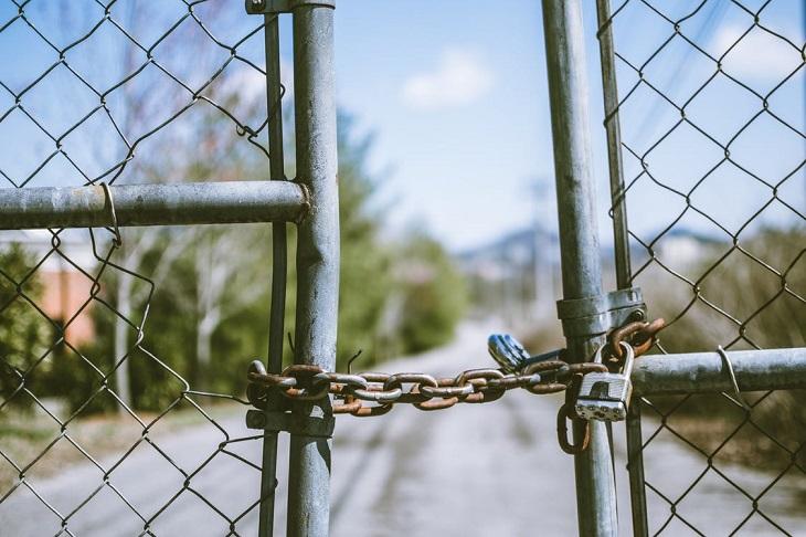 שימוש במריחואנה בקרב בני נוער: שער נעול של גדרות מרשת