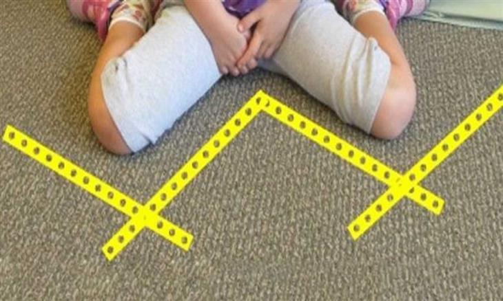אוסף טיפים להורים: ילדה יושבת על הרצפה בתנוחת W