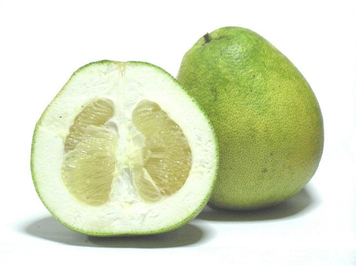 השוואת פירות הדר: פומלה