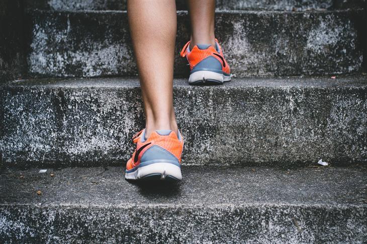 אימון מדרגות: עלייה במדרגות