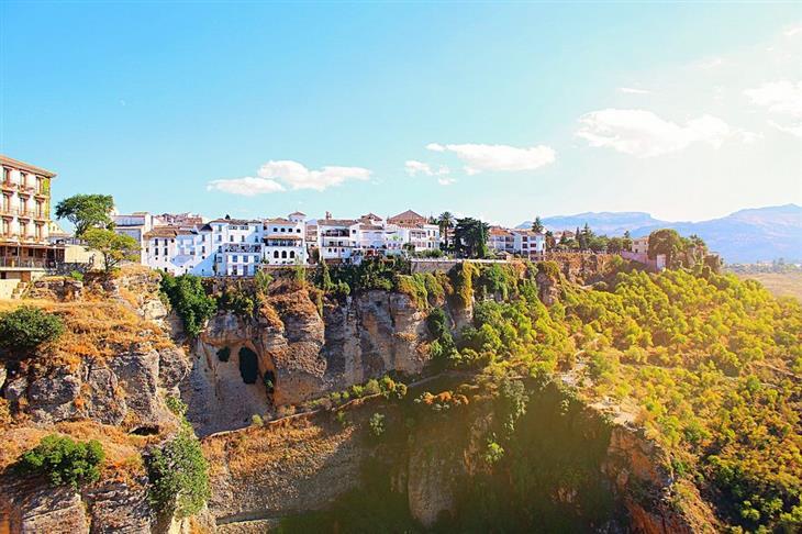 הקהילות האוטונומיות של ספרד: עיירה על הר באנדלוסיה