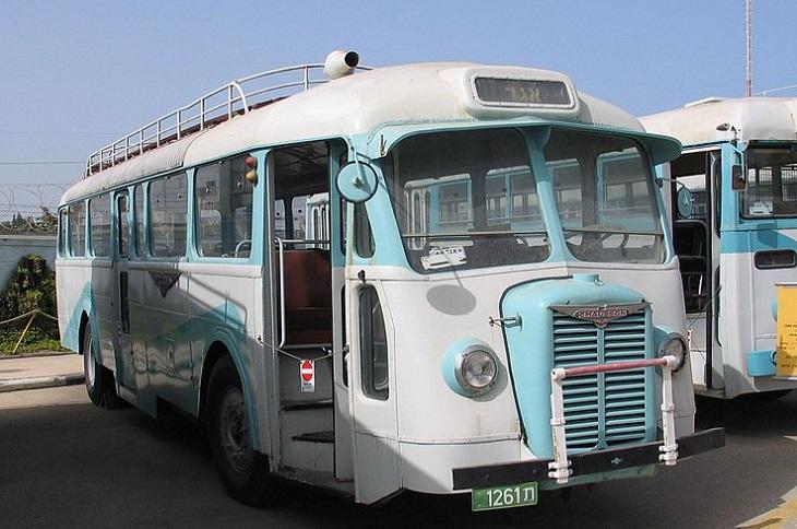 אירועים בסוכות: אוטובוס ישן ומשופץ בתצוגה של מוזיאון אגד שבחולון