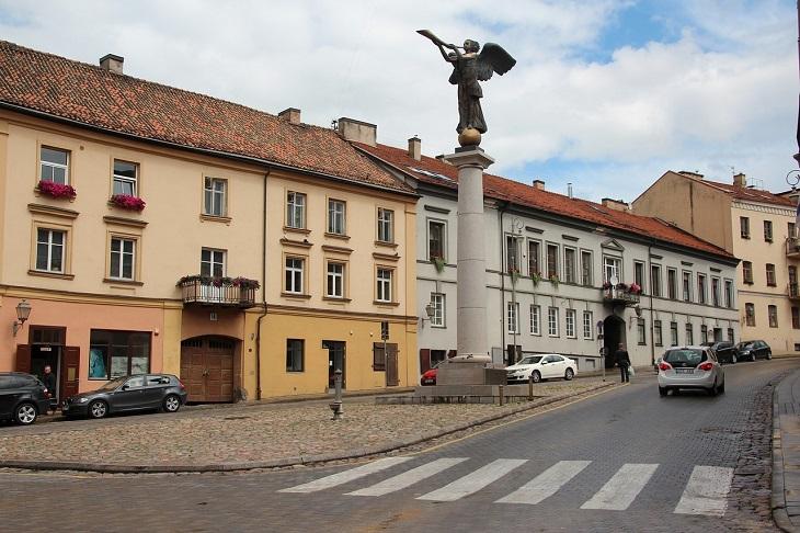 אטרקציות בוילנה: פסל המלאך בשכונת זרצ'ה
