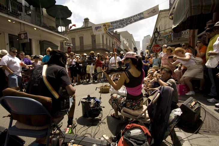 אתרים בניו אורלינס: אנשים מנגנים ברחוב