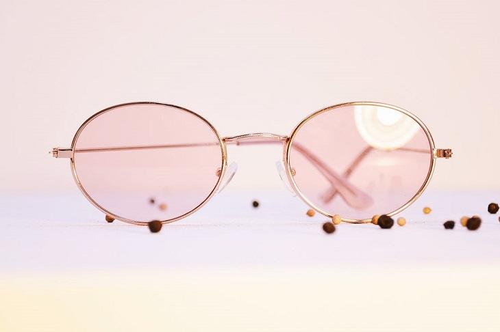 אופטימיות להתמודדות עם חרדה: משקפיים ורודים