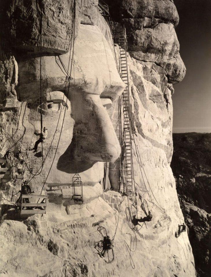 תמונות היסטוריות: פיסול הראש של אברהם לינקולן בהר ראשמור